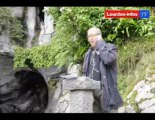 Lourdes : Sanctuaire N-D de Lourdes, après la crue le nettoyage de la Grotte