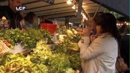 L'ombre d'Annick Lepetit derrière NKM au marché d'Anvers