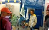 Avignon : opération caddies des agriculteurs dans un magasin Lidl