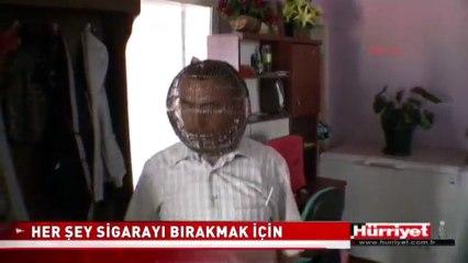 Il enferme sa tête dans une cage pour arrêter de fumer.