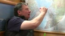 Sergey Pisarev, le représentant officiel de la Russie à bord, nous explique le mécanisme des courants de cette région Arctique © France Télévisions