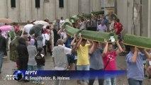 Bosnian Muslims mourn Srebrenica victims