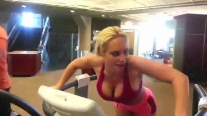 Coco teste une nouvelle machine de Fitness !