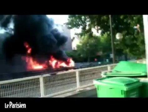 Un bus incendié en plein paris par un pétard-mortier