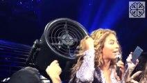 Beyoncé se coince les cheveux dans un ventilateur