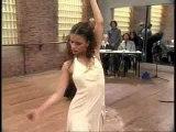 Beatriz Luengo et Monica cruz dansent