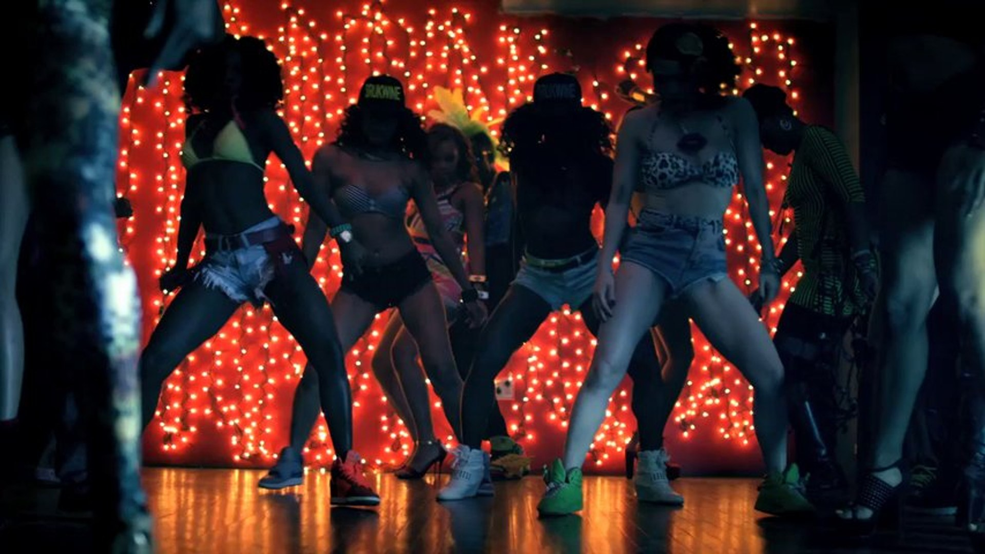 Busta Rhymes ft. Nicki Minaj - Twerk It (Official Music Video)