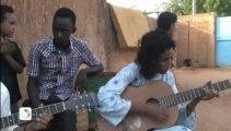 Au Niger, les touaregs s'intéressent à la présidentielle malienne/ Reportage TV5monde de F-X Freland