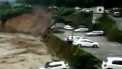 Uttarakhand Flood 2013 - Car Swept Into Ganga River In Chamoli