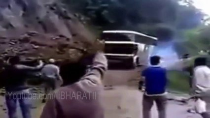 Uttarakhand Flood 2013 - Bus Falling From Hills Live Video