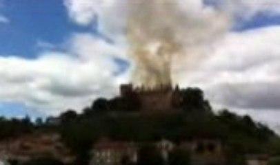 Le château de Paulhac en feu
