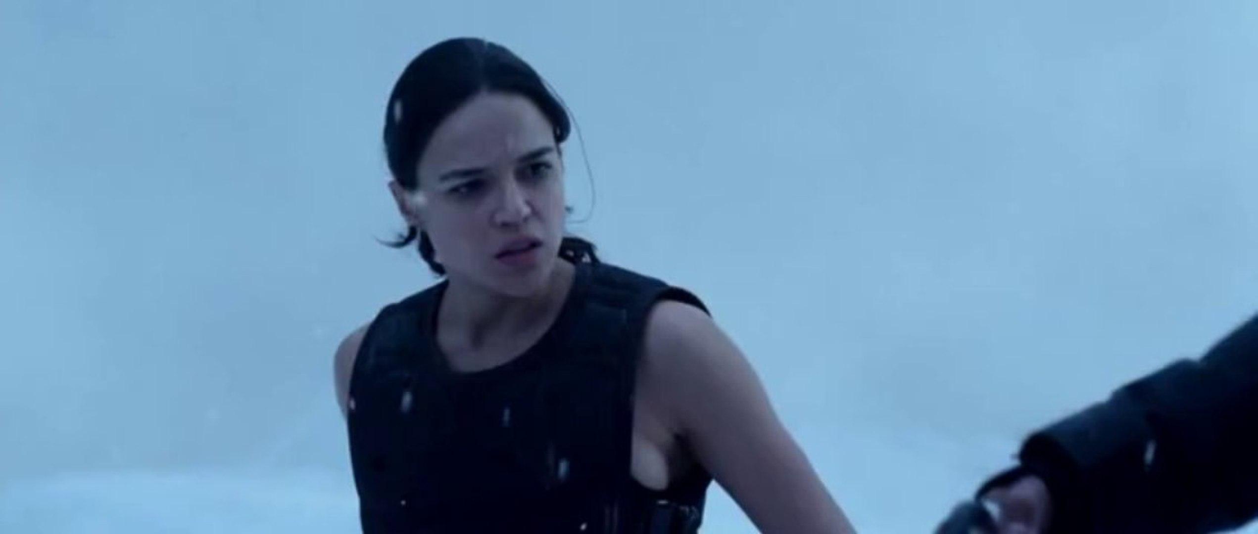 Resident Evil Retribution Best Fight Scene Alice Vs Jill Leon Lucher Vs Rain Video Dailymotion