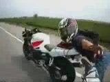 Un motard fou stunt