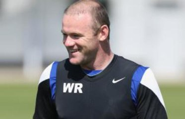 Exclusive - Lou Macari: Man United star Wayne Rooney needs to make up his mind publicly