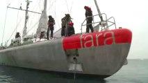 Tara arrive dans la zone de mouillage près de l'île d'Alexandra. Le voilier et son équipage y passeront deux jours © A.Deniaud/francetv nouvelles écritures/Thalassa/Tara Expéditions