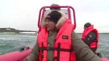 Les gardes du parc naturel de l'archipel de François Joseph nous emmènent en promenade en mer, à la découverte des icebergs et des glaciers © A.Deniaud/francetv nouvelles écritures/Thalassa/Tara Expéditions