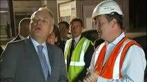Ayrault rend visite aux ouvriers du futur tram à Vélizy-Villacoublay