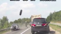 Un pneu de camion en pleine face et à pleine vitesse... Encore un accident RUSSE!!
