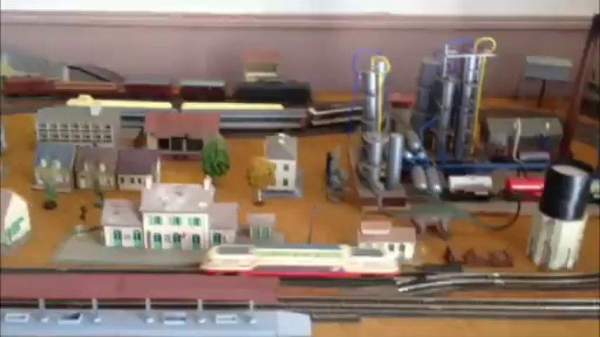 Train Modélisme à la salle d'attente de la gare à Vigy