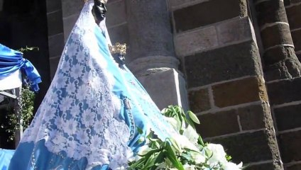Des milliers de fidèles au Puy-en-Velay pour la procession de la Vierge Noire