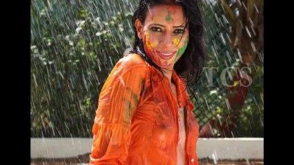 Hot Model Rozlyn Khan s Transparent Dress In HOOLI Celebration I B()()BS Visible I Must Watch (HD)
