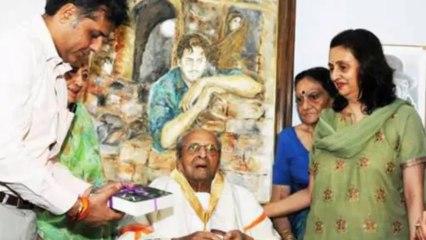 Dada Saheb Phalke award To Pran At Home (HD)