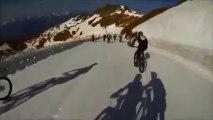 Descente pente neigeuse en VTT