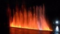 Eaux nocturnes château de Versailles Paris ... jets d'eau