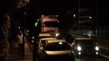 Un cortège de camions passe dans Vincennes et détruit tout sur son passage, arbres, mobilier urbain