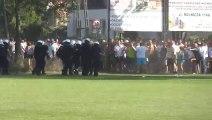 HOOLIGANS VS POLICE! Petit match foot tranquille...enfin presque!
