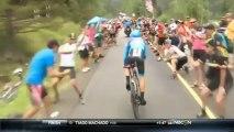 Une spectatrice montre ses seins à un coureur cycliste pour essayer de le déconcentrer