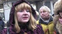 Pro-Russian Ukrainians rally outside Crimean parliament