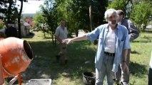 Mettez la main à la pâte : stage enduit à la chaux dans le Parc naturel régional des Vosges du Nord,  été 2013