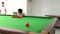 Incroyable joueur de billard de 3 ans en Chine
