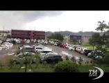 Giappone, violento tornado nei pressi di Tokyo ma nessun ferito. Rischio inondazioni e crolli per le enormi quantità di pioggia