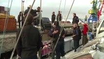 Sur le quai de Pevek, la relève accueille avec joie Tara et son équipage © A.Deniaud/francetv nouvelles écritures/Thalassa/Tara Expéditions
