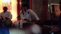 """AahuT si koi aaye tau..."" Akhlaque Ahmed, music baithak, Karachi, Aug 2013"