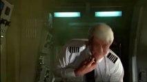 Y A-T-IL ENFIN UN PILOTE DANS L'AVION (1982) extrait VF
