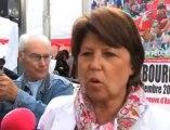 Braderie de Lille 2012 : Martine Aubry à la recherche d'une chaise haute pour bébés