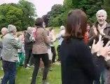 Saint-Jans-Cappel: initiation au yoga du rire lors de Villa en fête à la villa Marguerite-Yourcenar