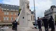 Arras : un homme se déshabille sur le monument aux morts de la place Foch