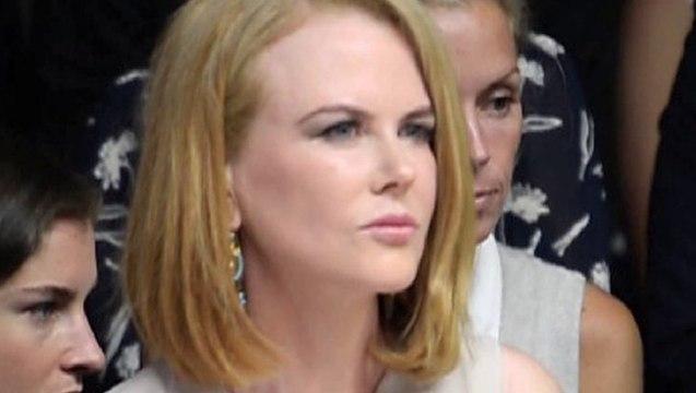 Nicole Kidman Hit By Paparazzo In Bicycle - Nicole Kidman Knocked Down By Photographer