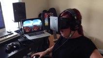 Une femme térorisée par des Montagnes russes virtuelles! Enorme