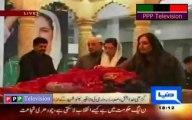 aseefa and bakhtawar bhutto zardari visit grave of benazir bhutto