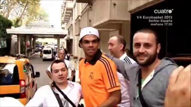 Pepe recibe a fans de Macedonia
