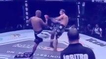 CHOC Un combatant en MMA se casse la jambe