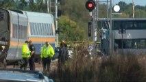 Al menos 6 muertos al chocar un tren de pasajeros contra...