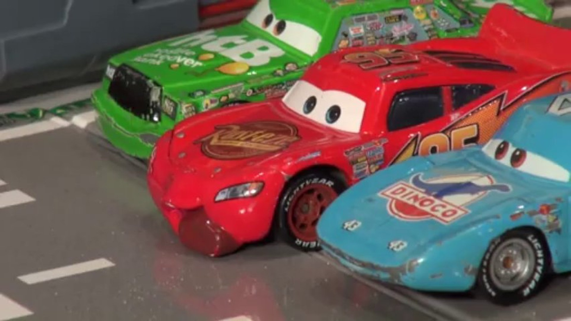 VOITURE DISNEY PIXAR CARS MCQUEEN WITH SIGN FRED