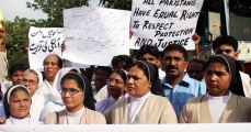 Pakistani protesters slam talks with Taliban after Church bombings