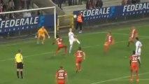 Football : Glenn van der Linden rate son penalty puis réussit un retourné acrobatique